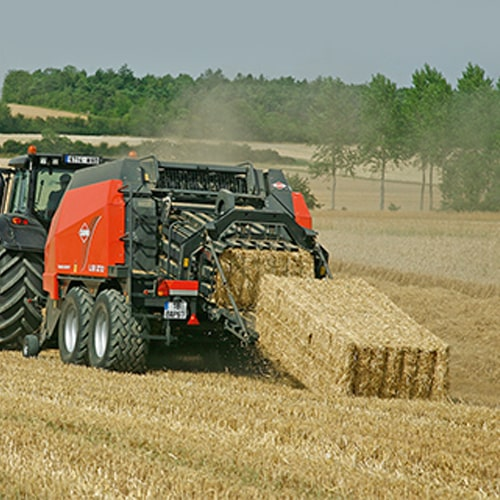 Buy online KUHN LSB 1270 Agricultural machinery for all crops produce rock-hard, perfectly shaped bales.