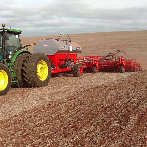 Buy online KUHN QUADRA VENTA Seeding. Agricultural machinery for planting seeds in large farms