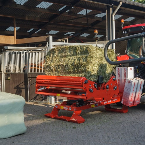 SW 1114 is a 3-point mounted bale wrapper