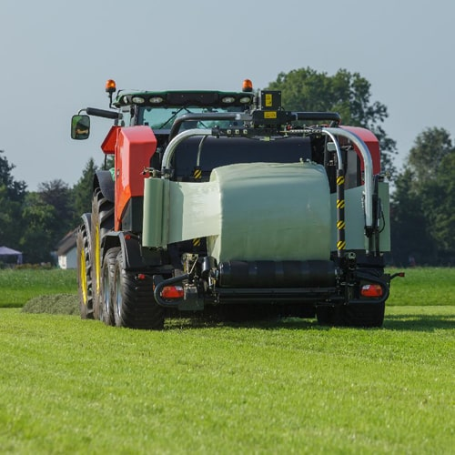 Agricultural machinery for baling and wrapping
